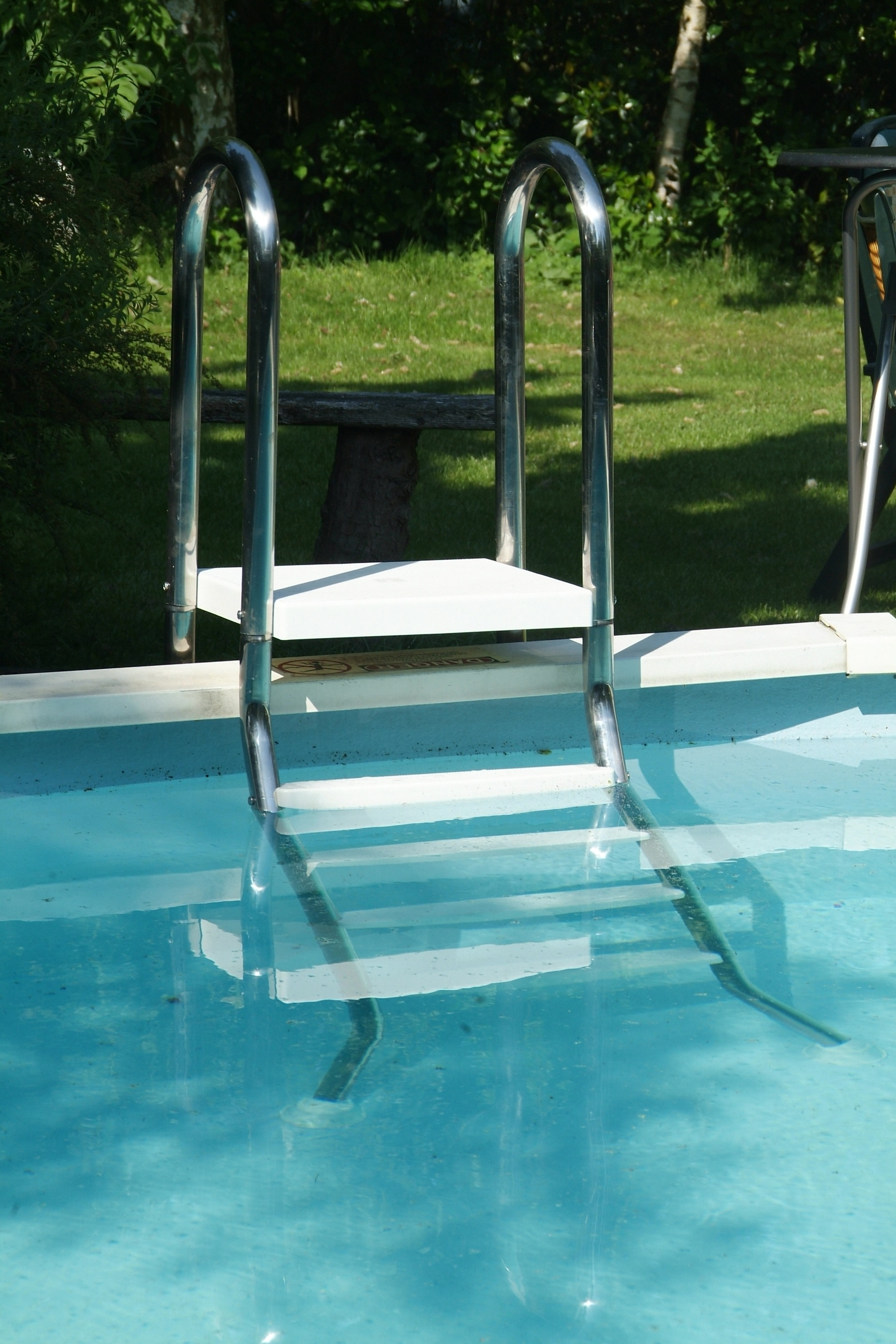 Echelle pour piscine semi enterre astral pool for Piscine destock