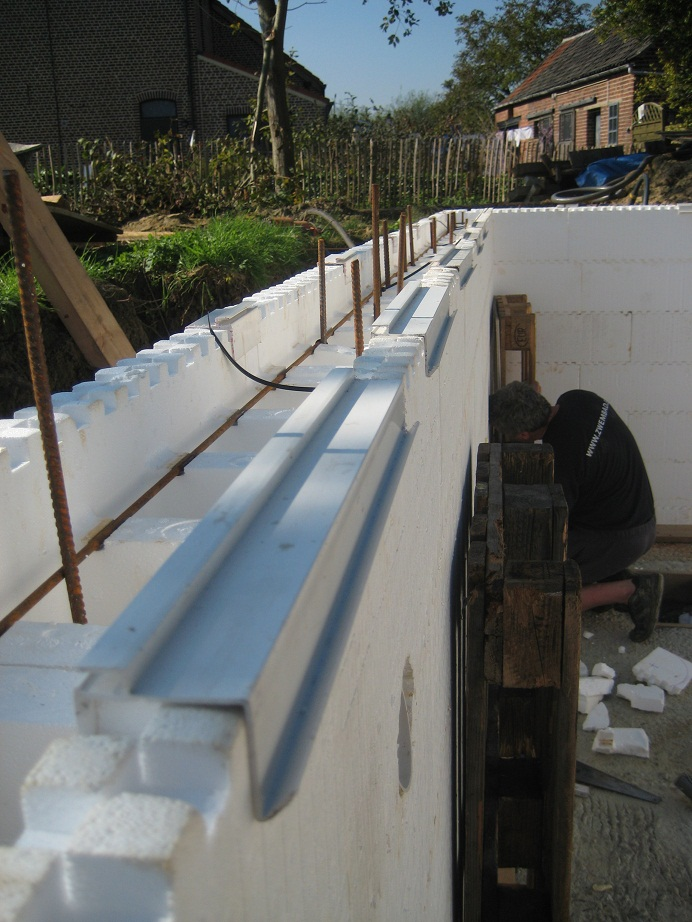 Rail de fixation liner blocs polystyrne for Bloc polystyrene piscine